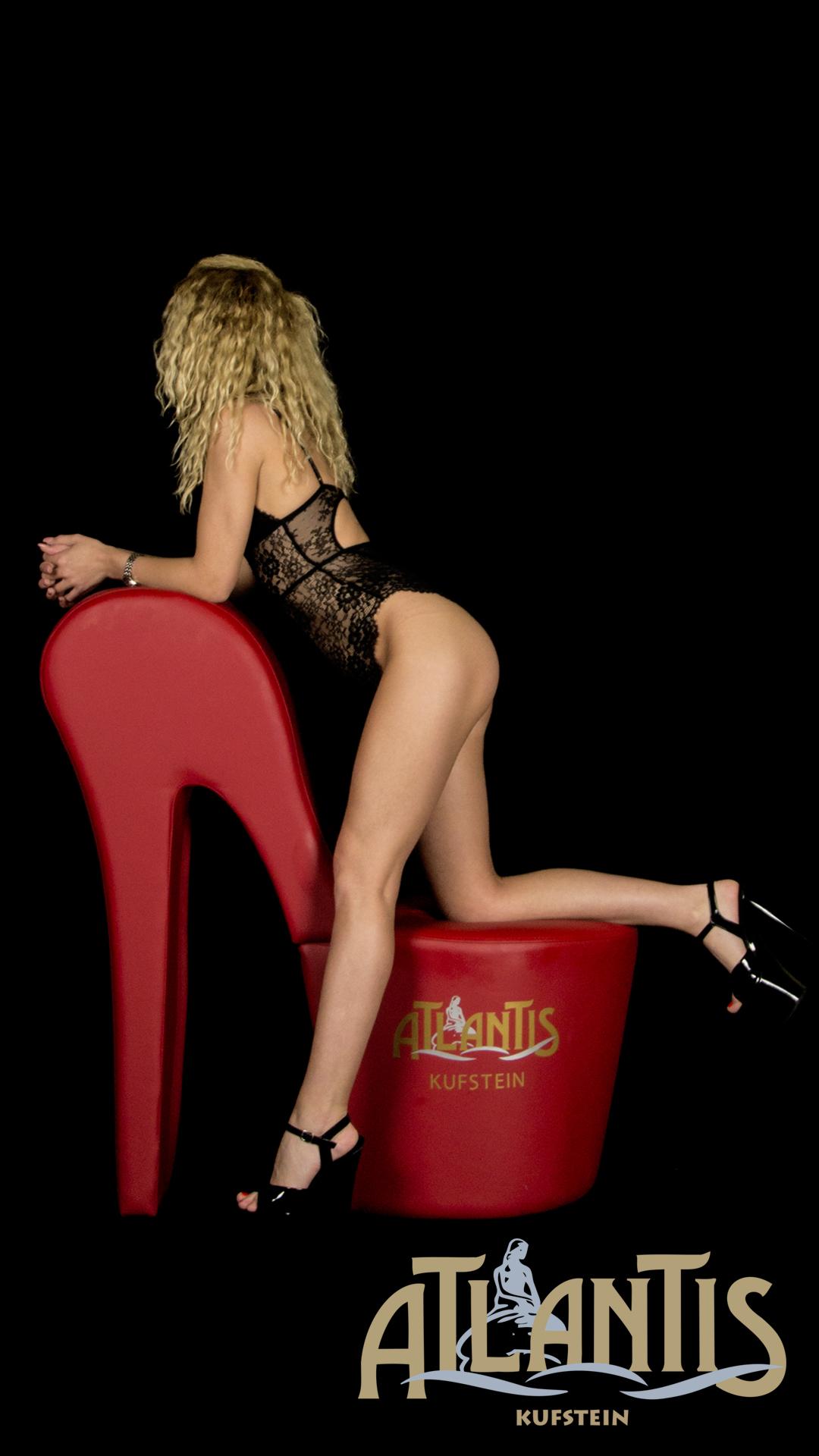 Christina sexy schlanke Blondine
